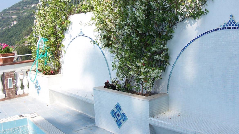 Piscina privata con bagno di servizio